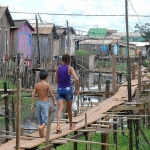 13. Faute d'emplois dans la région, des dizaines de milliers d'ouvriers précaires sont venus s'entasser à Altamira où ils travaillent dans des conditions exécrables.