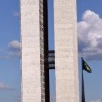 34. Le Congrès National brésilien s'apprête à modifier les lois constitutionnelles relatives aux peuples indigènes pour légaliser la construction du barrage.