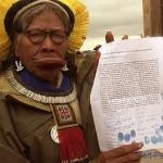 9. Le chef Raoni, devenu le symbole de la lutte indienne au Brésil, a fait une campagne internationale pour faire valoir les droits des populations indigènes du fleuve Xingu.